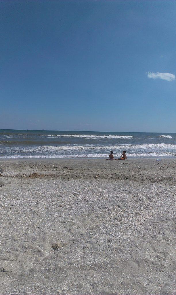 Plaja este a noastra